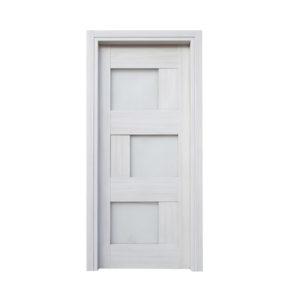 porta in legno chiaro con vetri