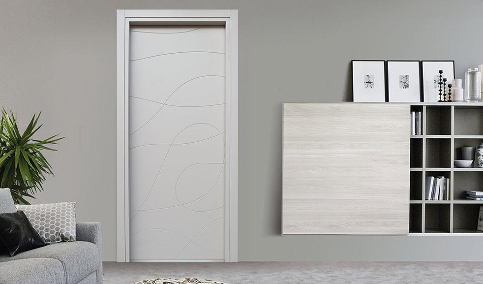 porta in legno incisa