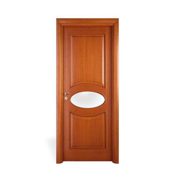 porta marrone con oblò